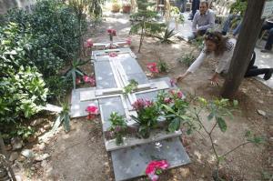 قبر الأب فرانز في حمص يتحول إلى محج للسوريين